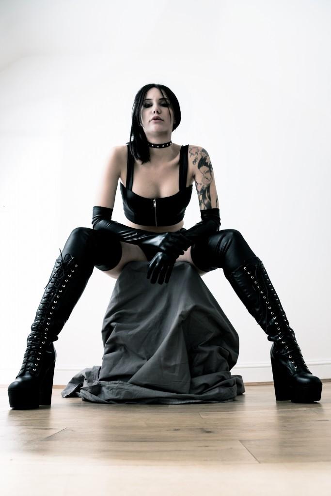 Zoe-Noir-683x1024