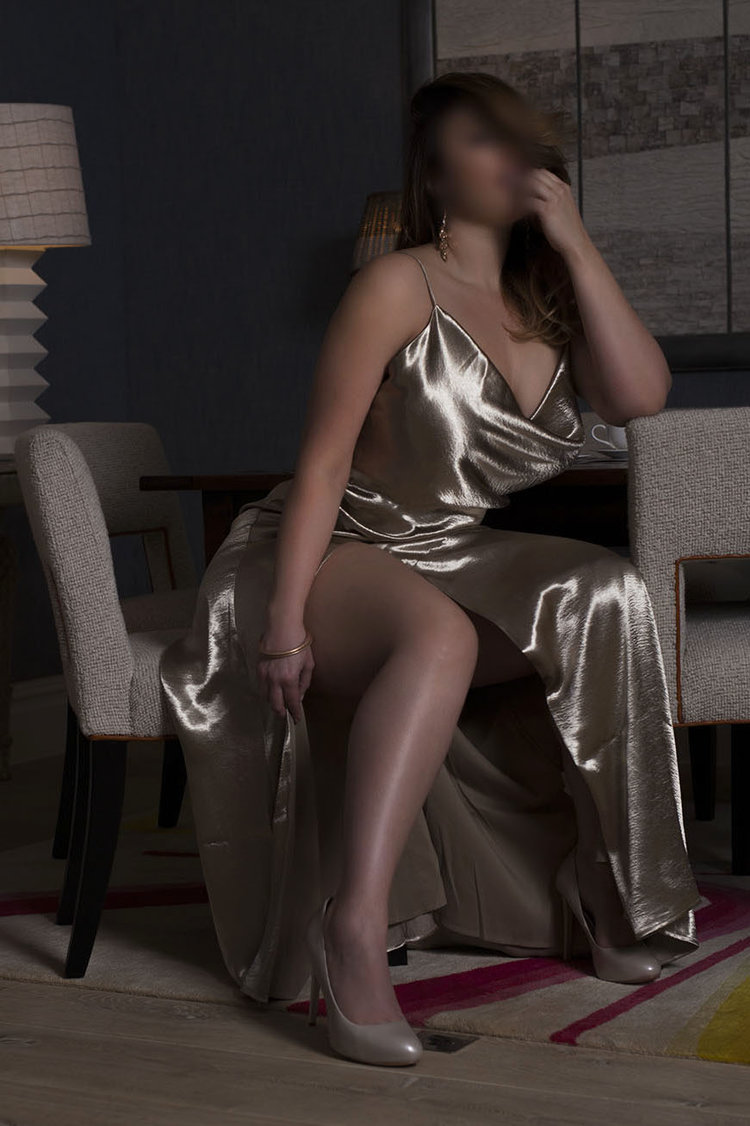 Luxury Curvy High-Class Escort, Companion & Muse in London, NYC, Dubai & Paris | Busty, Big Bottomed BBW | Demanding Mistress for BDSM Dominatrix Desires